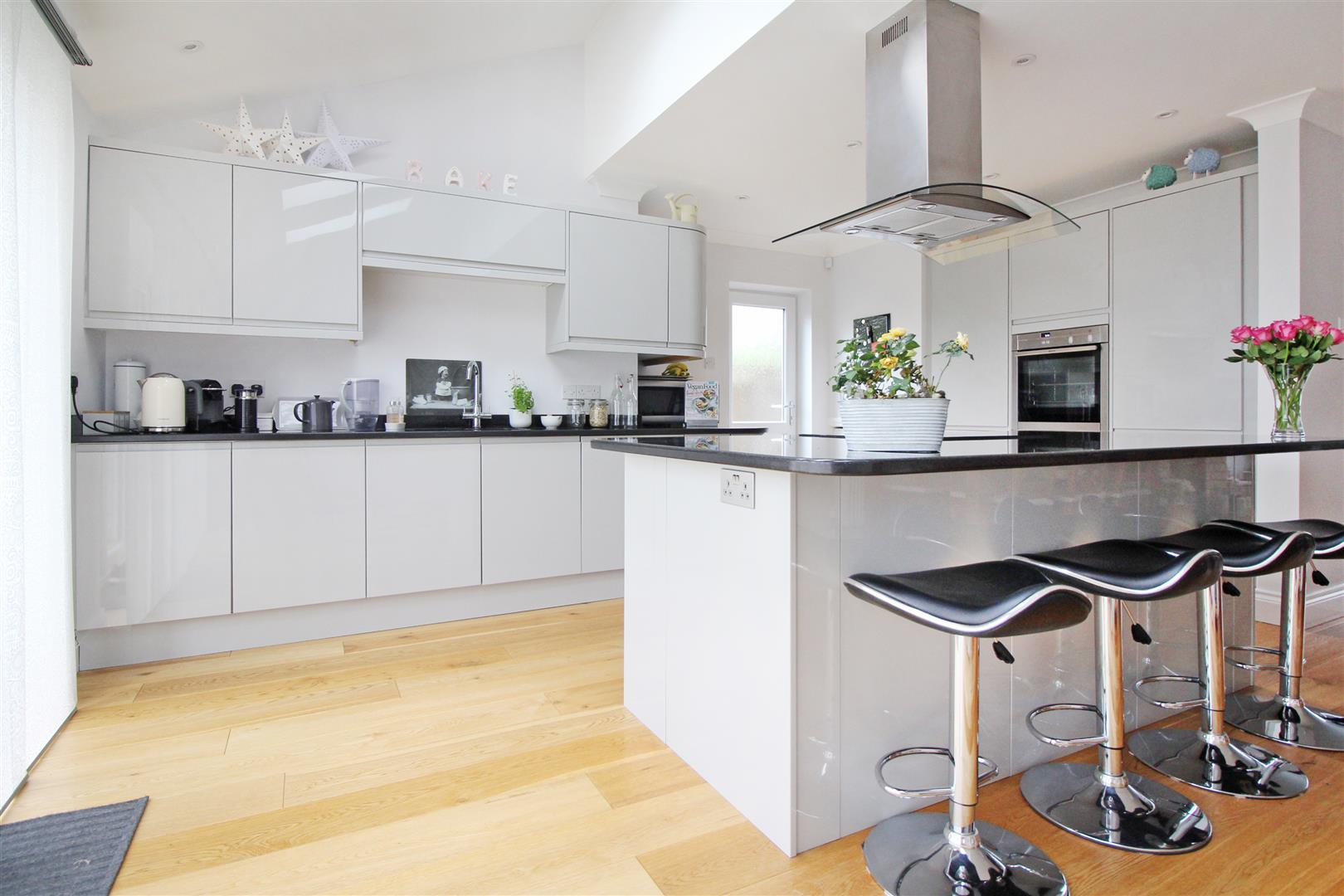 Did you know a new kitchen can add 4% more value to your home ?